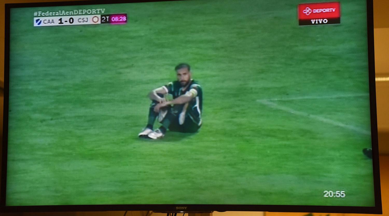 Los jugadores de San Jorge hicieron una protesta en pleno partido — Increíble