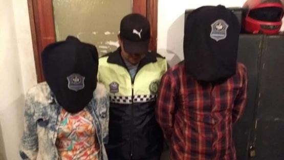 Una pareja quedó detenida por intentar prender fuego a un policía