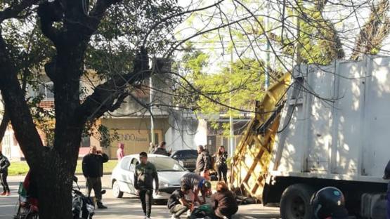 Un automovilista atropelló a un recolector de residuos