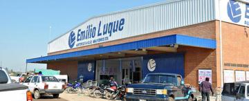 Emilio Luque reestructura sus supermercados y escucha ofertas