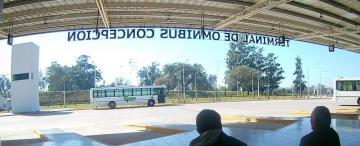 Comerciantes, pasajeros y turistas se quejan en el sur tucumano por el paro de colectivos