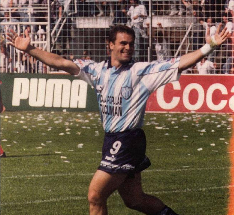 Piden la captura internacional para un ex futbolista argentino