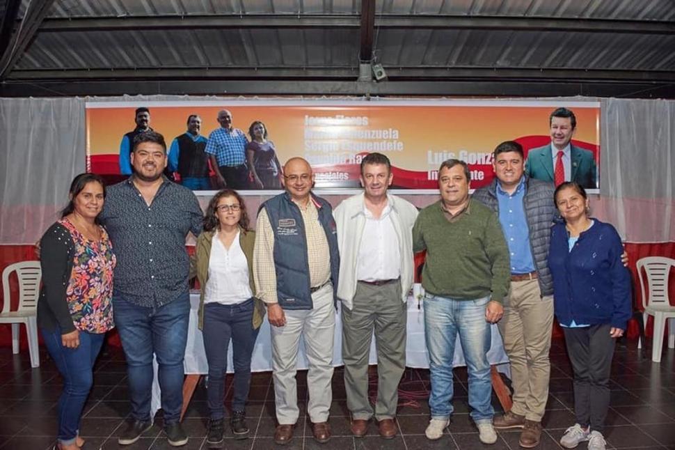 """SIMOQUEÑO. Flores encabezó un armado afín a """"Vamos Tucumán""""."""