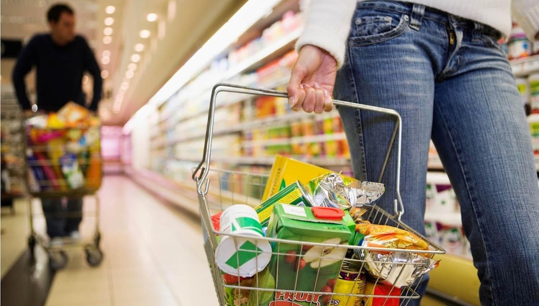 Las ventas en los supermercados cayeron 13,5% y en shoppings 18,7% - País