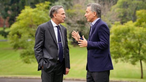 Macri se reunió con Pichetto y otros aliados políticos para analizar la situación económica