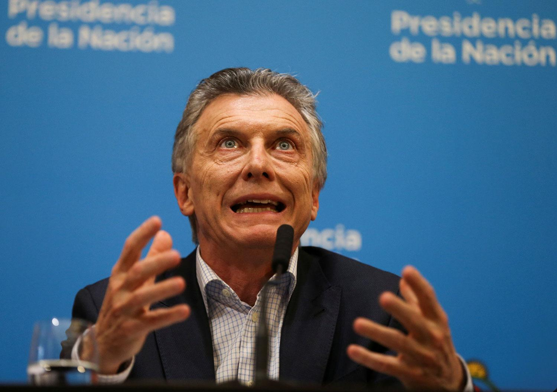 Calificadoras degradan deuda de Argentina; Fitch advierte riesgo de default