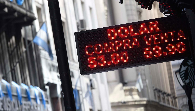 El valor del dólar fue bajando a lo largo de toda la jornada. TÉLAM