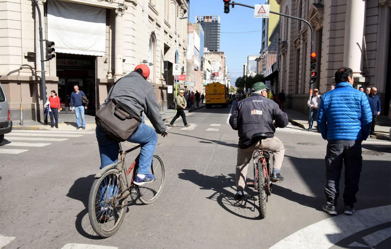 Controles de tránsito a ciclistas: ¿en qué casos te pueden sancionar?