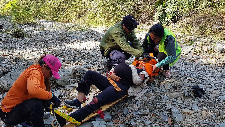 Así fue el simulacro de rescate en el río Muerto, al pie del cerro San Javier