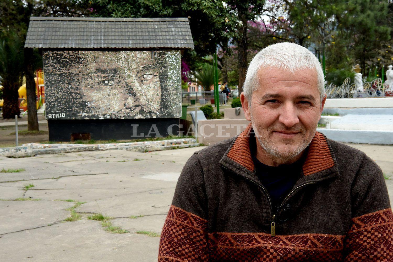 Juntó 9.500 espejitos y creó un mural con el rostro de Jesús en Tafí Viejo