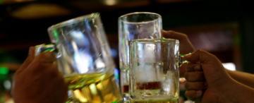 Previas en casa: ¿les dejo tomar alcohol a mi hijo y a sus amigos?