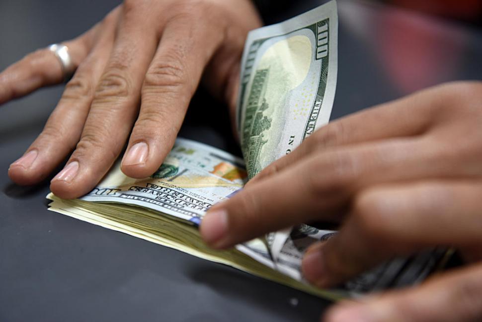 Se dispara el contado con liqui y cotiza a $74,18 — Dólar hoy
