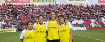Mujeres en el fútbol: el trabajo de las alcanzapelotas de San Martín