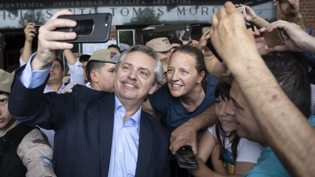 Alberto Fernández llegó a México y volvió a hablar con Macri