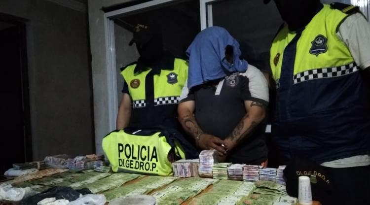 casa tenia jaulas pajaros gallos rina cocaina 750000 quedo detenido 824334 101625