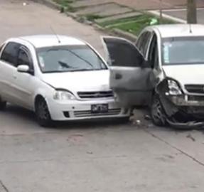 Chocó el auto de su ex pareja 14 veces para evitar que se llevara sus pertenencias de la casa