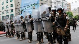 Legisladores de Evo defienden su último bastión político