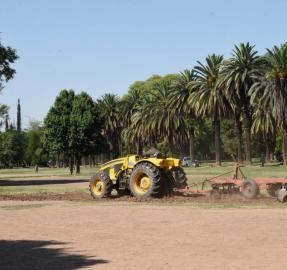 Comenzaron a transformar las canchas del parque en un paseo