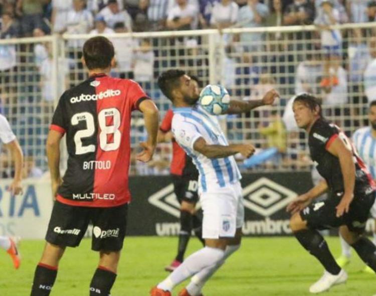 Con un doblete de Javier Toledo, Atlético vence a Newell's en el
