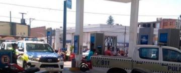 Por una deuda, durante 12 horas la Policía no pudo cargar combustible a sus móviles