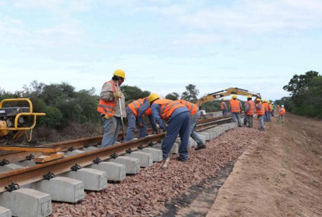 Resultado de imagen para Invertirán $700 millones en la reconstrucción de vías ferroviarias en Tucumán