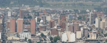 La capital crece mucho en metros cuadrados construidos, pero muy poco en población