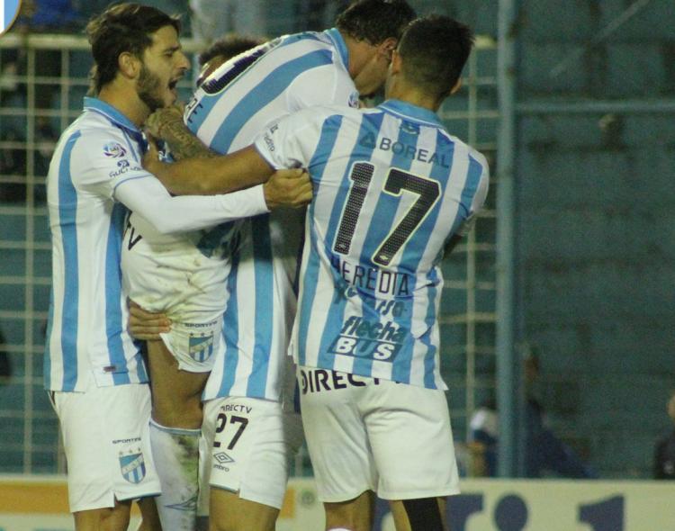 En la primera pelota que tocó De la Vega logró el empate de Lanús ante Atlético