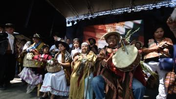 Amaicha eligió Pachamama y celebra el carnaval a puras coplas, espuma y color
