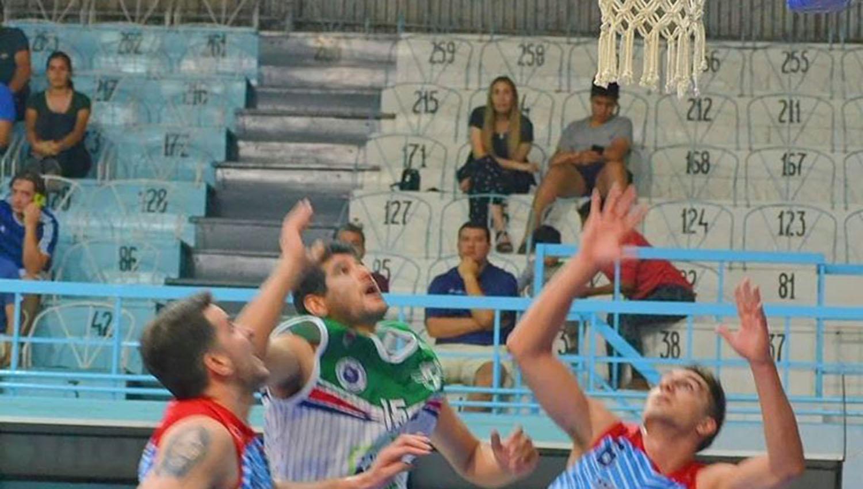 César Lorú, de la fusión, jugó un gran partido contra Tucumán Básquet. Logró un doble-doble, con 19 puntos y 16 rebotes. (FOTO TOMADA DE PRENSA UNIÓN ABASTO)