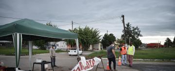 En el interior de la provincia bloquean los accesos para evitar la propagación del coronavirus