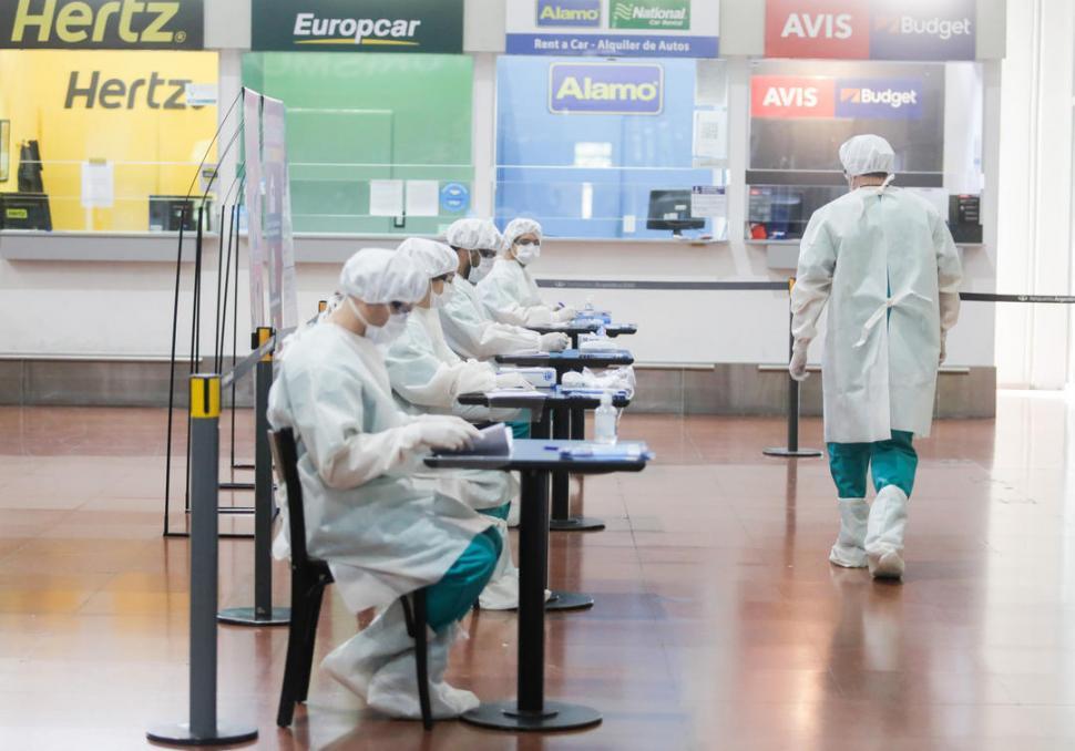 INFECTADOS. Cuatro de los cinco nuevos casos de coronavirus registrados en Tucumán tienen atecendete de viaje.