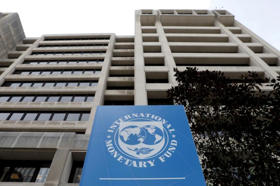 El dólar se recalienta y el FMI prevé caída del PBI del 5,7% - LA GACETA Tucumán
