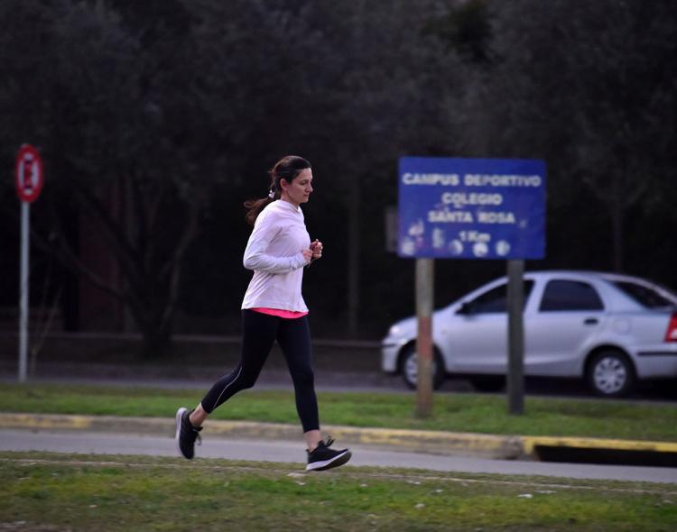 ¿Se podrá salir a correr y andar en bici? Difundirán la lista de deportes autorizados