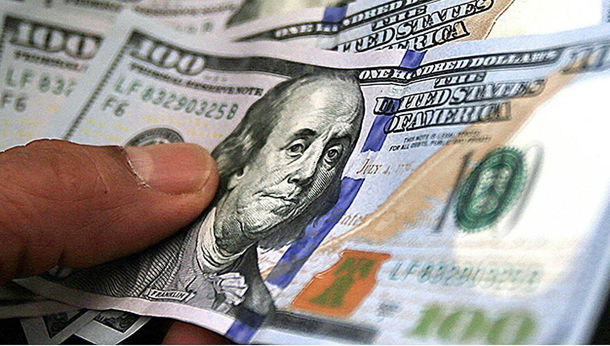 El dólar abre a $ 76 y el