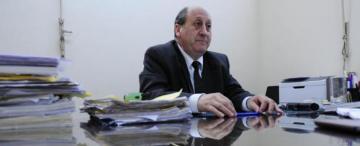 Navarro Dávila firmó dos ascensos para su hija en casi ocho meses