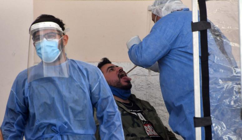 Se aceleran los casos de coronavirus en la capital y analizan un cierre más estricto