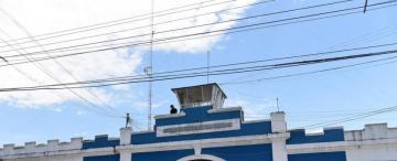 Denuncian el tráfico de celulares en el penal de Villa Urquiza
