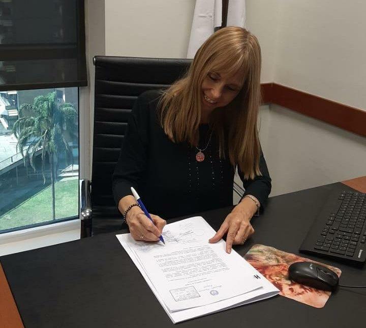 MANZURISTA. La legisladora Sandra Tirado, en su despacho de la Legislatura. Foto: Twitter @SandraMTirado