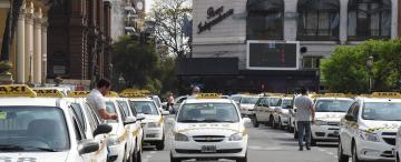 Aunque lo consideran ilegal, Uber ya opera en Tucumán