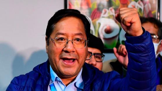 Podcast: ¿Quién es Luis Arce, el candidato que arrasó en las elecciones de Bolivia?
