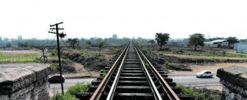Por falta de mantenimiento del puente ferroviario, el tren ya no llega a la estación Mitre