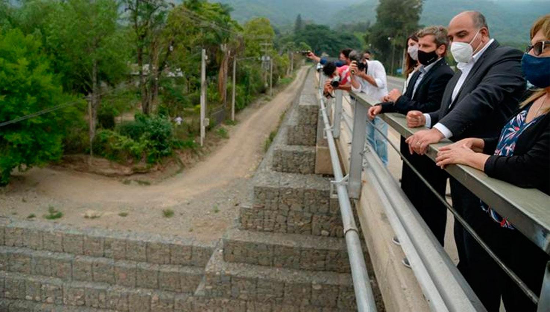 Juan Manzur inauguró un nuevo puente sobre el río Muerto