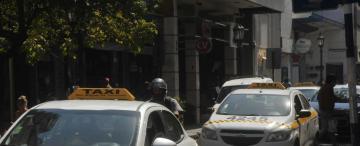 Taxistas: piden suba del 100% y les darán el 30%