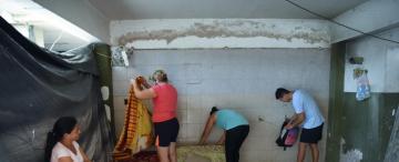 Ocuparon una ex fábrica de La Mago, viven hacinados, reclaman ayuda y viviendas