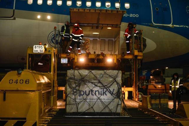 Confirmaron un nuevo vuelo a Rusia para buscar 600 mil dosis