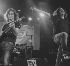 """LGRockast con """"Colo"""" Vernieri: de las tediosas clases de guitarra al éxito con """"Karma Sudaca"""""""