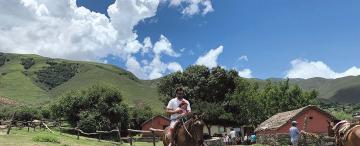 Cabalgar entre el cielo y las nubes en TAfí del Valle