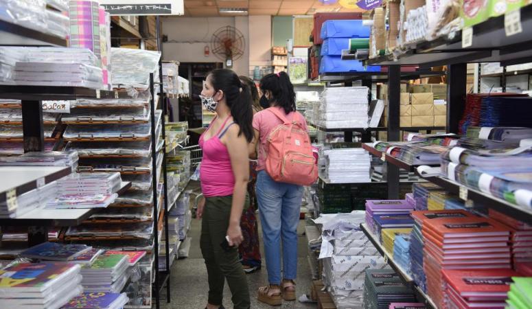 Los comercios escolares, entre la expectativa y la desconfianza ante el posible retorno a las aulas