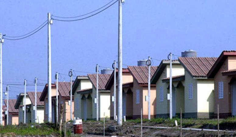 Manzur firmó un acuerdo con la Nación para la construcción de 3.600 viviendas en Tucumán