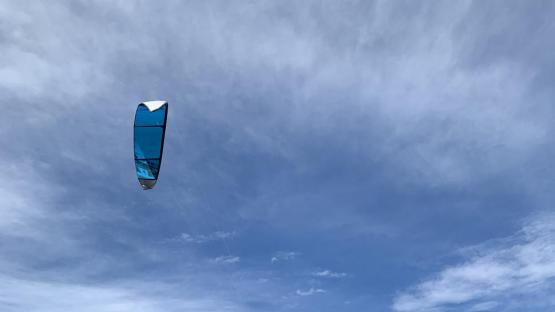 Volar en La Angostura: el kitesurf es un espectáculo a orillas del lago